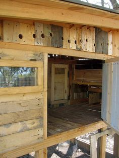 Pallet chicken coop. I kind think I might like having chickens someday. And I am loving the recycling element!