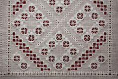 Dit blok is in Hardanger techniek. Het is een strak patroon en een vrij eenvoudige invulling, maar door zijn eenvoud vind ik het een mooi b...