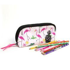 Trousse enfant grande ouverture, pour trouver facilement tous ses crayons, en tissu flamants roses et motif ananas, doublée, 20x6x10 cm Pot A Crayon, Tampons, Crayons, Grace, Etsy, Motifs, Comme, Cocktail, Bags