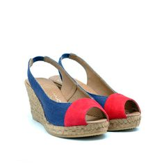 Fashionable sandals are the perfect blend of style and comfort. Surely a must-have!  Crafted in soft suede and linen.