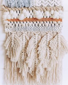 Macrame and weaving are a match made in heaven. @woven__together took my macrame class and added her own twist with macrame feathers. If youve been curious about trying weaving in a whole new way click on the link in my bio and grab one of my online video classes! . . . . . #weaving #handmade #fiberart #weaversofinstagram #wool #wallhanging #handwoven #weave #tissage #art #textiledesign #tapestry #macrame #makrame #handmade #crafter #treesoflife #wallhangingmacrame #macrameart #boho…