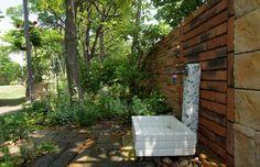 レンガ・タイル壁 / 立水栓 / 植栽 / ナチュラルガーデン / ガーデンデザイン / 外構 Garden Design / Tiled wall / Plants