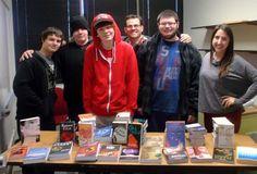 Oregon Lions provide books to local school