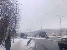 Raining UFO's Russia November 26, 2016Сверкающие НЛО посыпались с неба  Редкое явление наблюдали 26 ноября 2016 года жители самого старейшего города Сибири - Якутска. Пасмурным днем яркие сверкающие шары один за другим посыпались прямо с неба. Ярко-белые НЛО в беспорядочном порядке появлялись буквально из ниоткуда, пролетев по небу, падали за пределами города в районе горы Чочур Муран, заросшей сосново-лиственничной тайгой. Некоторые шары исчезали, так и не долетев до земли. Видеозапись…