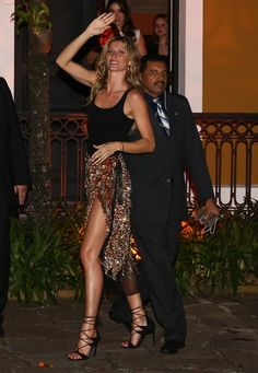 Gisele Bündchen (Foto: Manuela Scarpa/Foto Rio News) Gisele Bundchen Style, Tom And Gisele, Estilo Cool, Brazilian Supermodel, Best Street Style, Brazilian Women, Vogue, Mannequin, Night Out