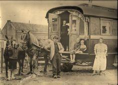 * Gypsy Trailer, Gypsy Caravan, Gypsy Life, Gypsy Soul, Gypsy People, Retro Rv, Gypsy Women, Gypsy Living, Vintage Gypsy