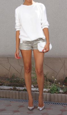 Metallic shorts and cashmere sweater Fashion Mode, I Love Fashion, Passion For Fashion, Fashion Beauty, Womens Fashion, Short Outfits, Summer Outfits, Cute Outfits, Metallic Shorts