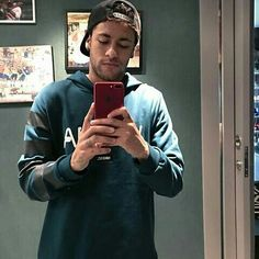 """""""PSG forward Neymar has made it clear he wants to leave for Real Madrid this summer. Barcelona Soccer, Fc Barcelona, Neymar Jr Wallpapers, Neymar Football, Soccer Girl Problems, Transfer News, Soccer Quotes, Lionel Messi, Cristiano Ronaldo"""