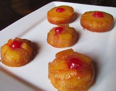 Big Mama's Home Kitchen: Mini Pineapple Upside Down Cakes Camping Desserts, Just Desserts, Delicious Desserts, Dessert Recipes, Yummy Food, Small Desserts, Mini Desserts, Dessert Bars, Yummy Yummy