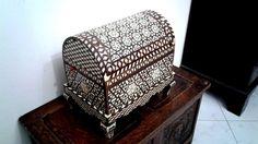 Boite à bijoux syrienne incrustée de nacre et os vintage