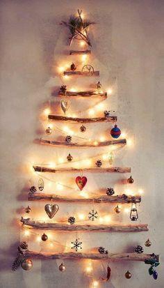 decoration en bois - un sapin de noel en lumieres pour le mur
