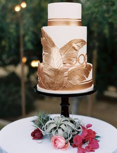 Beautiful Tropical Wedding Cakes - white cake decorated with copper edible palm leaves and stripes cake decorating recipes kuchen kindergeburtstag cakes ideas Naked Wedding Cake, White Wedding Cakes, Beautiful Wedding Cakes, Beautiful Cakes, Gatsby Wedding, Gold Wedding, Wedding Shoes, Green Wedding, 1920s Wedding Cake
