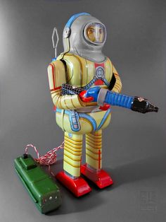 Schylling - battery operated tin SPACE MAN reproduction of Nomura Earthman Astronaut
