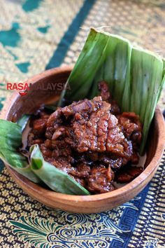 Daging Masak Kicap (Soy Sauce Beef) recipe - This dish takes only a few ingredients—a tender cut of beef, soy sauce, and sweet soy sauce. I use shallots as an aromatic but onion is equally fine. I love drizzling the sauce over my steamed white rice. #30minutemeals #malaysian #beef