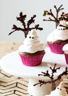 Ghost cupcakes... so cute!