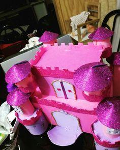 Castillo de goma Eva Birthday Candles, Cake, Desserts, Food, Castle, Jelly Beans, Tailgate Desserts, Deserts, Kuchen