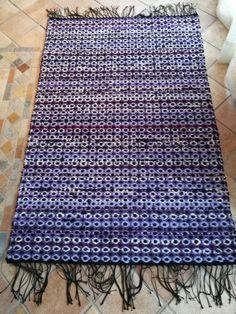 Lila orvokkimatto Rya Rug, Weaving Projects, China Painting, Korn, Recycled Fabric, Woven Rug, Recycling, Rugs, Carpets