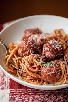 A classic recipe for Italian-American-style Sunday meatballs.