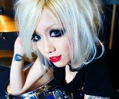 rokku gyaru makeup with blonde hair <3