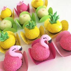 Ideas For Party Tropical Food Cake Pop Flamingo Party, Flamingo Cake, Flamingo Birthday, Fruit Birthday, Hawaiian Birthday, Birthday Treats, Luau Party, Cake Pops, Pinterest Diy
