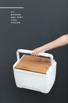 How-To: Modern Faux Wood Cooler - Diy Crafts Ideas Projects Vinyl Projects, Diy Projects To Try, Craft Projects, Craft Ideas, Mason Jar Crafts, Mason Jar Diy, Coolest Cooler, Diy Cooler, Wood Cooler