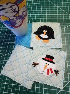 Hexagon quilts and other shapes without pesky little seams. Quilt Patterns Free, Free Pattern, Hexagon Quilt, Winter Theme, Handmade Christmas, Holiday Crafts, Coasters, Applique, Frozen