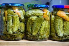 Garnek rzymski - Łatwe przepisy : Ogórki konserwowe po grecku Polish Recipes, Canning Recipes, Preserves, Pickles, Cucumber, Food And Drink, Menu, Soup, Homemade
