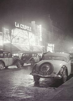 La Coupole, back in the day. Old Paris, Vintage Paris, Paris Pictures, Paris Photos, Old Street, Paris Street, Citroen Traction, Sports Drawings, Classic Cars