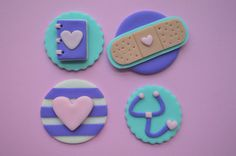 Each set includes: 3 Journal Toppers 3 Band-aid Toppers 3 Stethoscope Toppers 3 Stripe Toppers  Cupcakes not included.  Please allow 1-2 weeks for your toppers to be made, dried, and ready to ship. Toppers are shipped once they are dried and can be stored in an airtight container until your event. Do NOT place in the refrigerator or the freezer. Toppers may lose shape if placed on an iced cupcake for an extended period of time. Be sure to place the toppers on the cupcakes just prior to the…