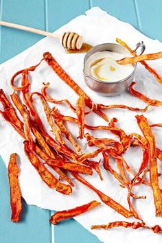 sounds delicious --> Cinnamon Carrot Chips with Honey Yogurt Dip Appetizer Recipes, Snack Recipes, Cooking Recipes, Appetizers, Shrimp Recipes, Chicken Recipes, Dinner Recipes, Dessert Recipes, Desserts