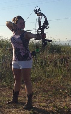 I want a girl that will bow hunt with me a girlfriend or just a girl friend :) Archery Girl, Archery Hunting, Coyote Hunting, Pheasant Hunting, Crossbow Hunting, Bow Hunting Women, Hunting Girls, Hunting Bows, Hunting Stuff