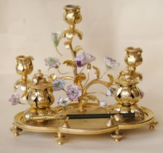 Encrier double Bougeoirs - Bronze doré - Fleurs en Porcelaine - Style Louis XVI - fin 19ème