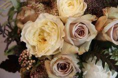 Un joli bouquet d'automne, des fleurs marrons et jaunes