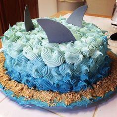 Utiliza la manga y grulla solo para llevar a cabo una hermosa Decoración baby s… Shark Birthday Cakes, 6th Birthday Parties, Baby Birthday, Birthday Ideas, Mermaid Birthday, Fete Vincent, Baby Hai, Shark Cake, Shark Cupcakes