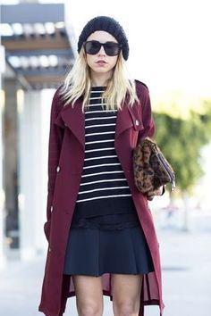 女性らしい着こなしが満喫できるボルドーのコートとあわせて。ニットキャップのコーデ☆真似したいスタイル・ファッション♪