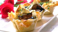 Looking for an impressive dinner party starter? These Brie and Mushroom Phyllo Cups will knock the socks off your guests! Side Recipes, Beef Recipes, Snack Recipes, Cooking Recipes, Healthy Recipes, Recipies, Dinner Party Starters, Xmas Starters, Phyllo Recipes