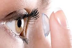 12 dicas para quem usa lentes de contato e maquiagem - http://www.damaurbana.com.br/12-dicas-para-quem-usa-lentes-de-contato-e-maquiagem/