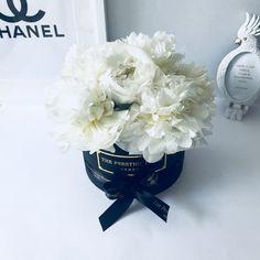 Comprar Peonias en Madrid - Floristeria Lujo de Caja de Rosas Madrid Madrid, Luxury, Flowers