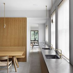Residence, SW London William Smalley @williamsmalleyriba  Photo Alexander James #interiordesign #architecture #interiors #instainteriors #instarchitecture #kitchen #kitchendesign #instakitchen #simplicity #cleanlines #uncluttered #paredback #colourpalette #brass #oak #stainlesssteel #stainlesssteelbenchtop #williammalley