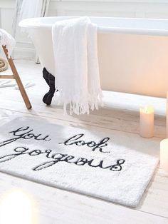 Decor spa The most uplifting bath mat ever! Fun ideas for bathroom deco. The most uplifting bath mat ever! Fun ideas for bathroom decor Little reminders. Bad Inspiration, Decoration Inspiration, Bathroom Inspiration, Interior Inspiration, Decor Ideas, Girl Bathroom Ideas, Bathroom Inspo, Home Design, Chalet Design
