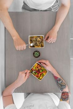 Mac N' Cashew Cheese always tastes better with friends! Cashew Cheese, Vegan Comfort Food, Vegan Restaurants, Plant Based Recipes, Whole Food Recipes, Parka, Mac, Friends, Amigos