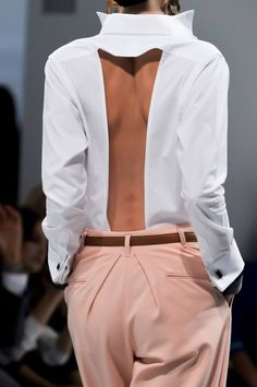 Daks at London Fashion Week Spring 2014 - Details Runway Photos Fashion Details, Look Fashion, High Fashion, Womens Fashion, Fashion Tips, Fashion Design, Fashion Ideas, Spring Fashion Trends, Mode Outfits