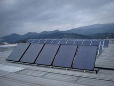 Paneles solaren térmicos en primer plano
