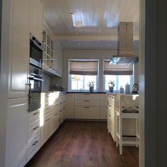 Deilig vintervær ute  føles som evigheter siden jeg har sett sollys inn på kjøkkenet. Snart ut å nyte  #interior #interiør #interiør4all #interiørmagasinet #interiordesign #interiors #interior123 #inspo #inspiration #inspohome #interiørinspirasjon #kitchen #kjøkken #kjøkkeninspirasjon #myhome #mitthjem #mittkjøkken #mykitchen by hjemmet_mitt