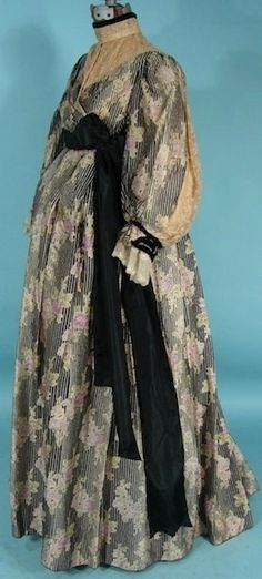 Circa 1912 Dressing Gown, looks Maternity. Via AntiqueDress.com.