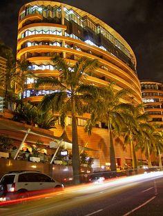 Centro San Ignacio, centro comercial, el cual cuenta con grandes tiendas, cines, retaurantes, anfiteatro y un centro empresarial que consta de 2 torres de oficinas. Ubicado en La Castellana