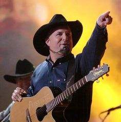pics of garth brooks daughters | Garth Brooks is a grand-daddy!! Garth's 19 year-old daughter, August ...