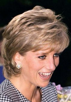 October Princess Diana at The National Institute Of Conductive Education Opening, Moseley, Birmingham. Princess Diana Hair, Princess Diana Pictures, Princess Diana Family, Diana Haircut, Short Hair Cuts, Short Hair Styles, Diana Fashion, Diane, Lady Diana Spencer