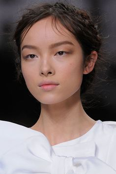Makeup look. Beautiful brows! Fei Fei Sun, chinoise, 32 ans