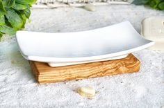 Porcelain soap dish on olive wood plate by Olivenholzerleben